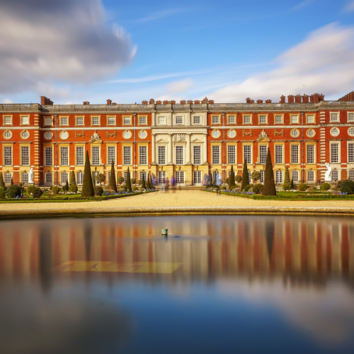 Taxi to Gatwick Airport - Hampton Court Palace