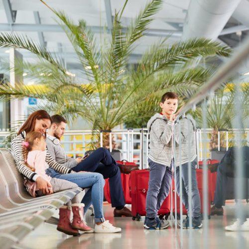 gatwick disruption - children at airport